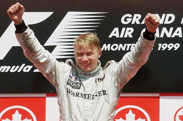 Mika Hakkinen festeggia sul podio in Canada – Getty Images