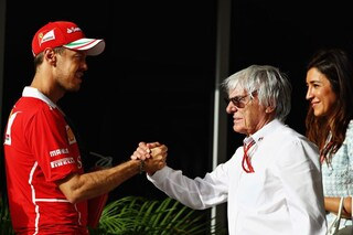 """Ecclestone promuove la Ferrari: """"Hamilton favorito, ma sarà Vettel a vincere"""""""