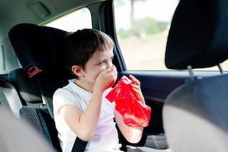Mal d'auto, i trucchi per combattere il malessere durante il viaggio