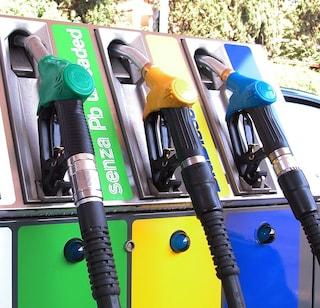 Prezzi benzina, come risparmiare fino a 670 euro l'anno