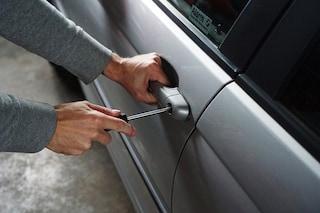 Furti d'auto in aumento, ecco i consigli per difendersi dai ladri