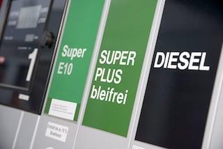 Gasolio e verde addio, ecco come e perché cambiano i nomi dei carburanti da oggi