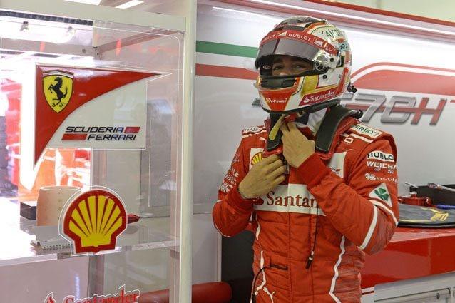Charles Leclerc nel box della Ferrari