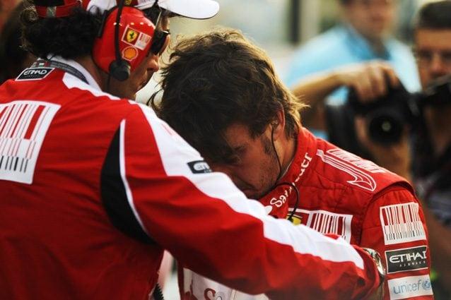 Fernando Alonso dopo la sconfitta ad Abu Dhabi nel 2010 – Getty Images
