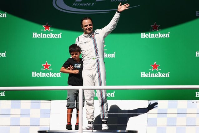 Felipe Massa sul palco insieme al figlio – Getty images