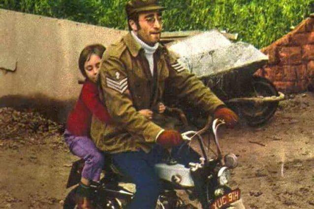 John Lennon sulla Honda Monkey – Foto H&H Classics