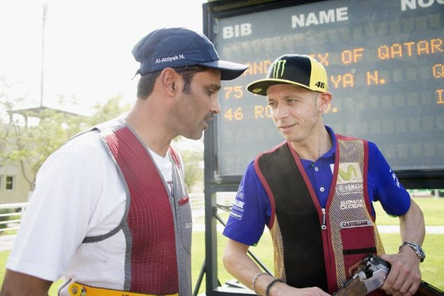Valentino Rossi insieme al principe pilota del Qatar, Al–Attiyah – Getty images