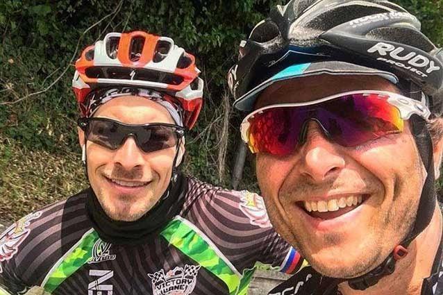 Nicky Hayden in bici insieme a Denis Pazzaglini / Instagram