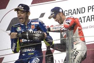 MotoGP, Valentino Rossi criticato per il comportamento sul podio in Qatar
