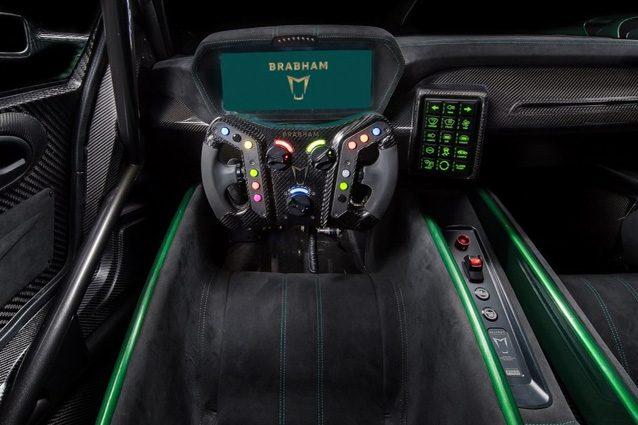 Gli interni della Brabham BT62