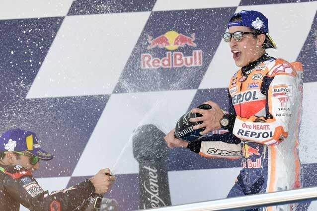 Marc Marquez fa festa sul gradino più alto del podio di Jerez / Getty Images