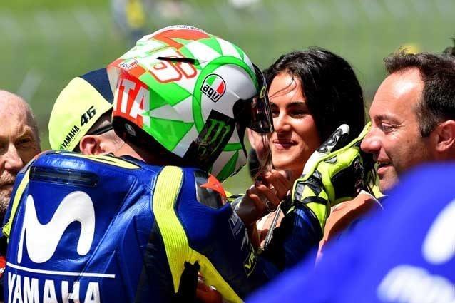 Valentino Rossi insieme a Francesca Sofia Novello dopo la pole del Mugello / Getty Images