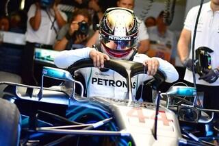 Hamilton si veste d'oro, casco speciale per l'inglese nel GP di casa