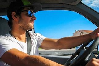 Viaggi in auto, come combattere il caldo al volante
