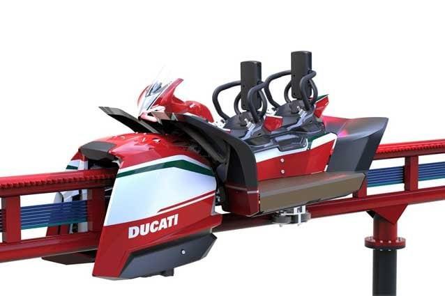L'innovativo roller coaster interattivo che simula la guida della Panigale V4 / Ducati