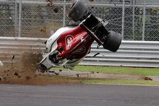Paura per Ericsson, lo svedese distrugge l'Alfa Romeo Sauber contro le barriere