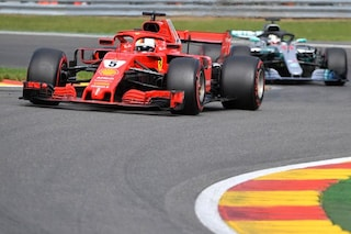 Vettel e la Ferrari sul trono di Spa, il tedesco vince e tiene aperto il mondiale