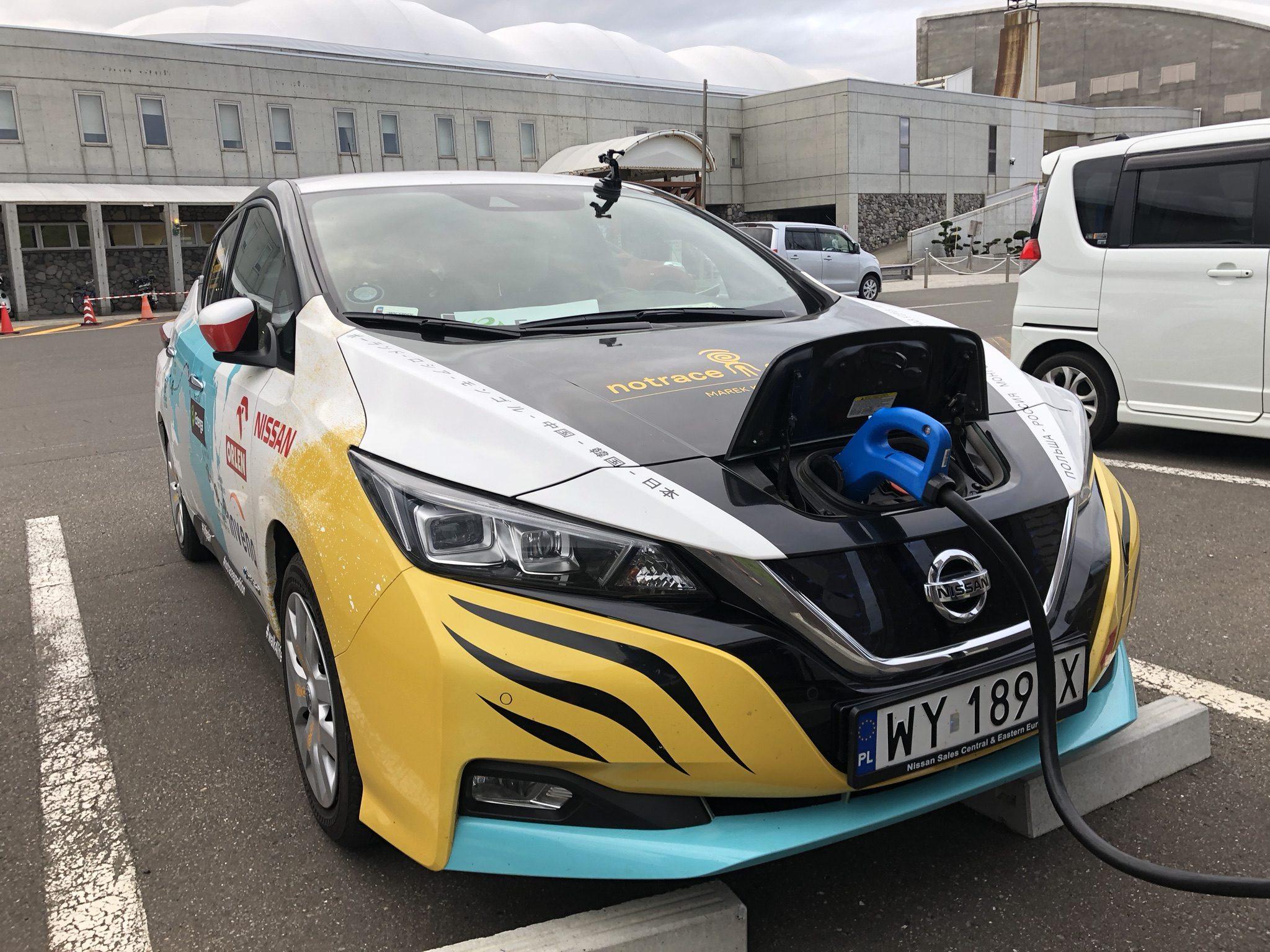 Pieno di energia per la Nissan Leaf utilizzata nell'impresa / Nissan