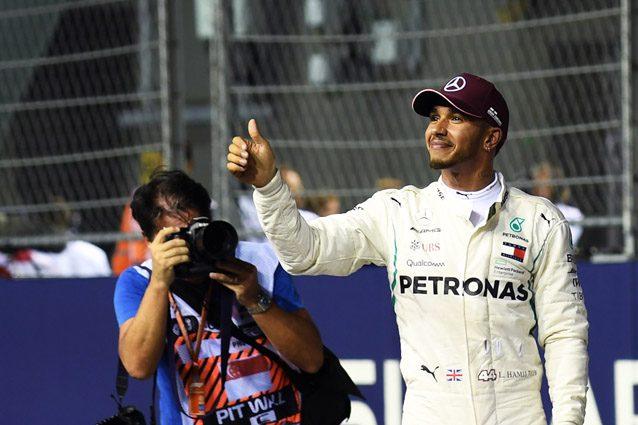 Lewis Hamilton dopo la pole position a Singapore – Getty images