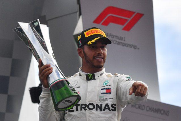 Lewis Hamilton festeggia la vittoria a Monza – Getty images