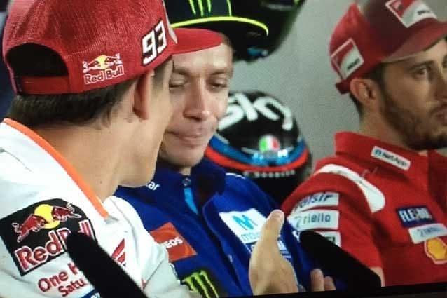 Rossi non accetta la stretta di mano di Marquez / MotoGP.com