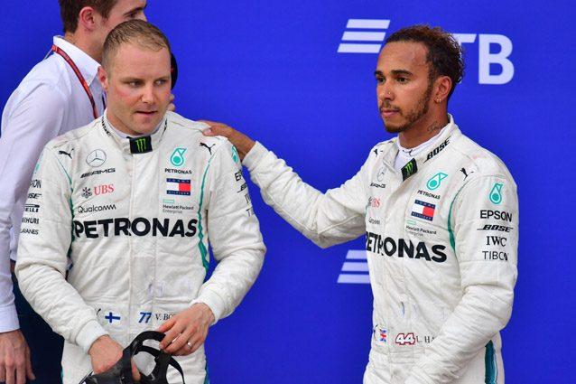 Vallteri Bottas consolato da Lewis Hamilton – Getty images