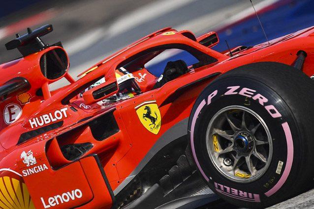 Sebastian Vettel sulla Ferrari con le gomme Hypersoft – LaPresse
