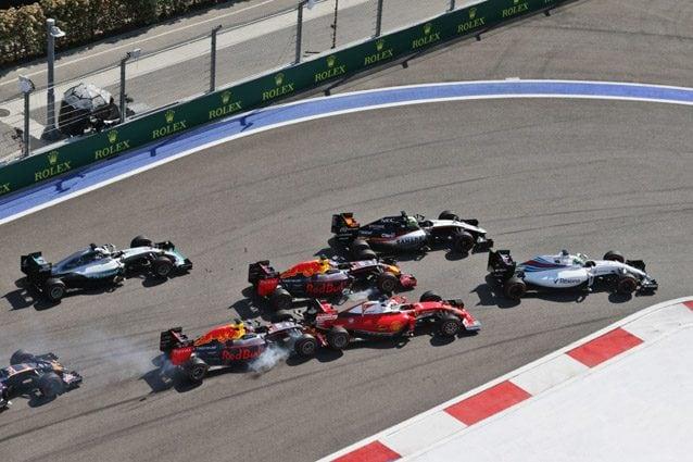 L'incidente tra Kvyat e Vettel – LaPresse