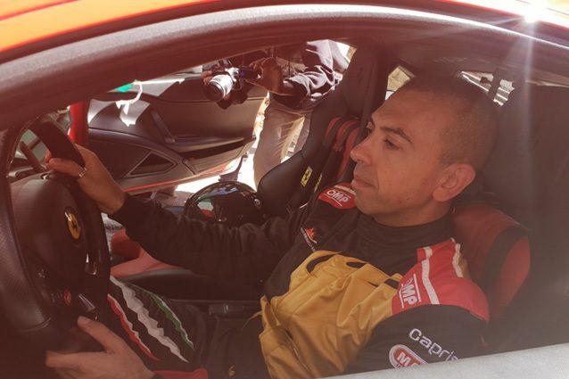 Fabio Barone a bordo della sua Ferrari 458 Italia