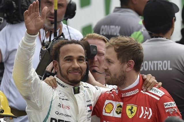 Sebastian Vettel si complimenta con Lewis Hamilton – Getty images