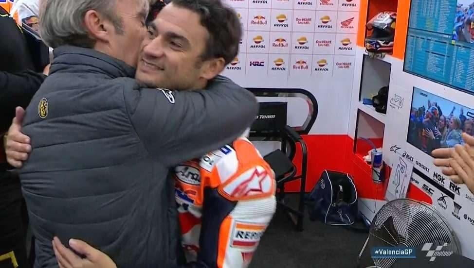 L'abbraccio di papà Pedrosa a Dani / MotoGP.com