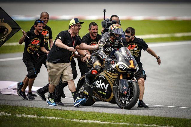 Bagnaia fa festa con tuta, casco e livrea ad hoc per celebrare la conquista del mondiale Moto2 / Getty Images