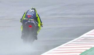 MotoGP, diluvio a Valencia: Petrucci scafo, 3° Rossi ma resta fuori dai dieci