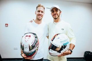 Vettel-Hamilton rivali, ma solo in pista: scambio di caschi tra i piloti dopo Abu Dhabi