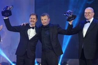 Abbracci e risate con Vettel, Raikkonen su di giri al Gala FIA