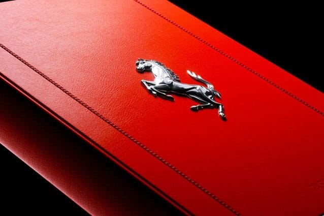 La copertina del libro Ferrari