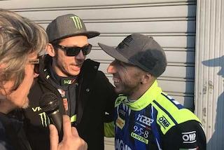 """Monza Rally Show, Valentino Rossi e la dedica sul casco per Cairoli: """"Il decimo una bega, come per me"""""""