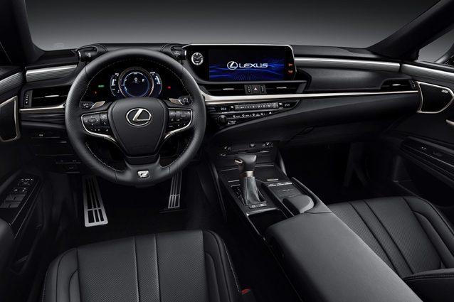 Gli interni della Lexus ES Hybrid