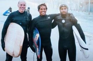 Dalla pista alle onde, Lewis Hamilton dà spettacolo anche con il surf