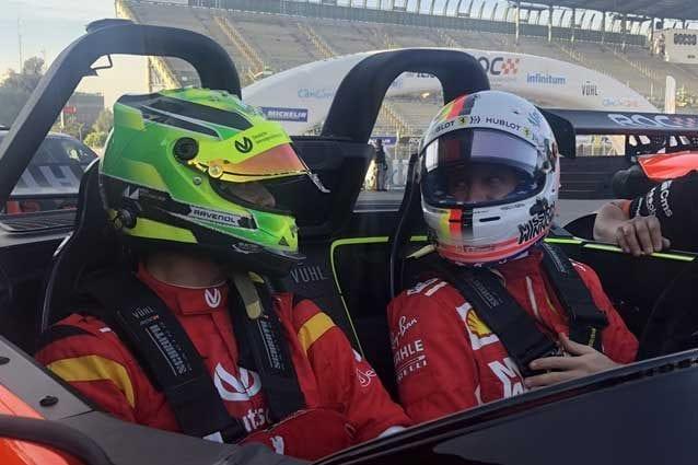 Da sinistra, Mick Schumacher, 19 anni, con Sebastian Vettel, 31, alla Corsa dei Campioni / ROC