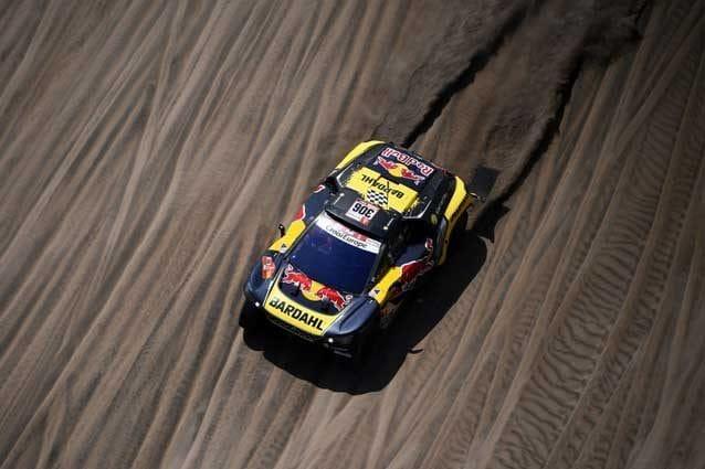 Sebastien Loeb al volante della sua Peugeot 3008 DKR durante la sesta tappa / Getty