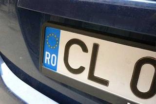 Auto con targa estera, non paga 432 multe ma con la nuova legge ora rischia la confisca