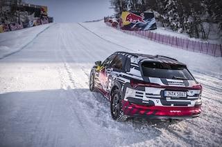 Audi e-tron sfida neve e ghiaccio, il SUV elettrico risale la mitica pista di Kitzbühel