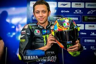 MotoGP, Valentino Rossi ai test di Sepang con un nuovo casco speciale