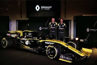 """F1, via i veli dalla nuova Renault. Ricciardo: """"Nulla da invidiare alla Red Bull"""""""