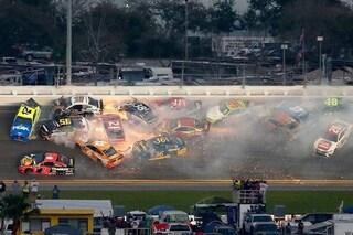 Maxi incidente a oltre 200km/h, 21 auto si scontrano tra loro alla Daytona 500
