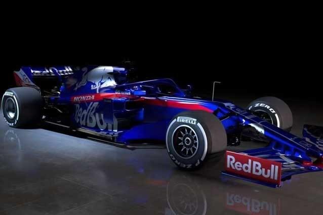 Blu e rosso per la STR14 di Kvyat e il debuttante Albon / Scuderia Toro Rosso