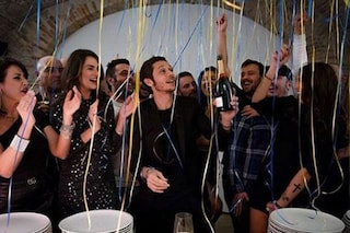 """Valentino Rossi festeggia con amici e fidanzata: """"Grazie a tutti, compleanno splendido"""""""