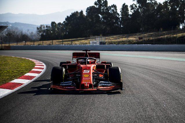 Vettel alla guida della SF90 – Foto Ferrari