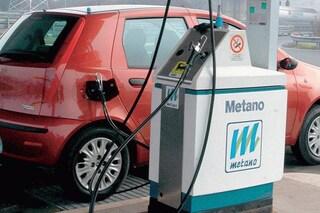Auto a metano, via libera al rifornimento self-service. Ma per farlo servirà un corso